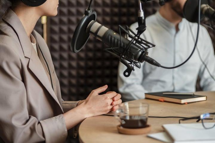 close-up-people-speaking-at-radio.min